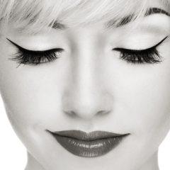 7 grešaka koje čine da ti oči izgledaju sitnije