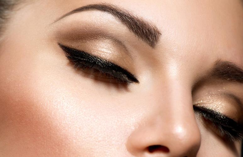 kako istaći oči šminkom - ajlajner