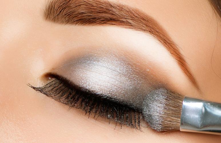 kako istaći oči šminkom - senka