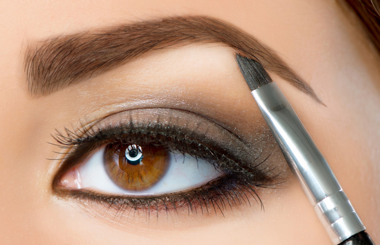 kako istaći oči šminkom - popuni obrve